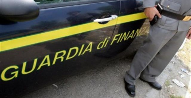 Griffe false: la Guardia di Finanza di Macerata sequestra 103 siti
