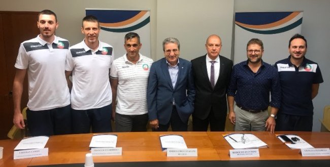 "Il volley maceratese vola in serie A con un nuovo partner. Nasce la ""Banca Macerata Menghi Shoes"""